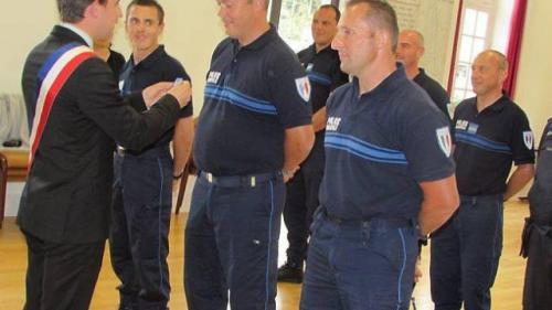 PM trois-agents-de-la-police-municipale-decores.jpg